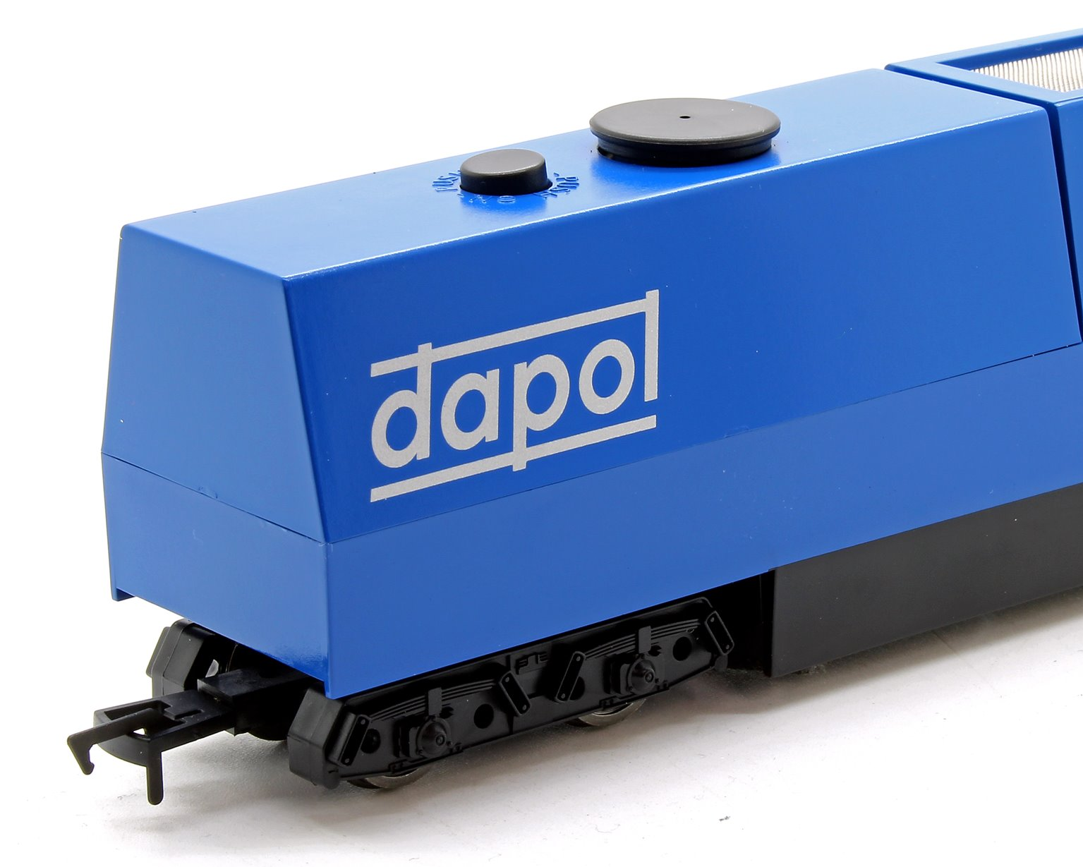 OO / HO Track Cleaner with motorised cleaning heads and vacuum (UK Coupling)