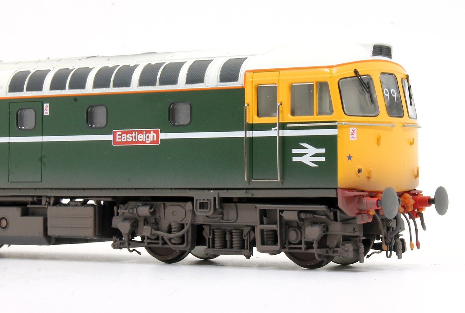 Class 33 008 'Eastleigh' BR Green FYE Diesel Locomotive (Lightly Weathered)