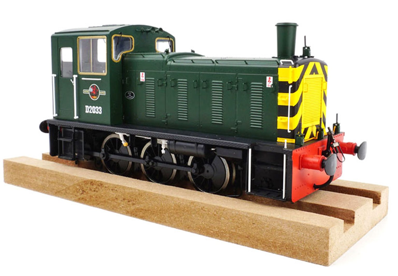Class 03 - D2033 BR Green with wasp stripes Diesel Shunter (Flowerpot Exhaust)