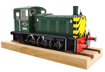 Class 03 - D2033 BR Green with wasp stripes Diesel Shunter (Flowerpot Exhaust)
