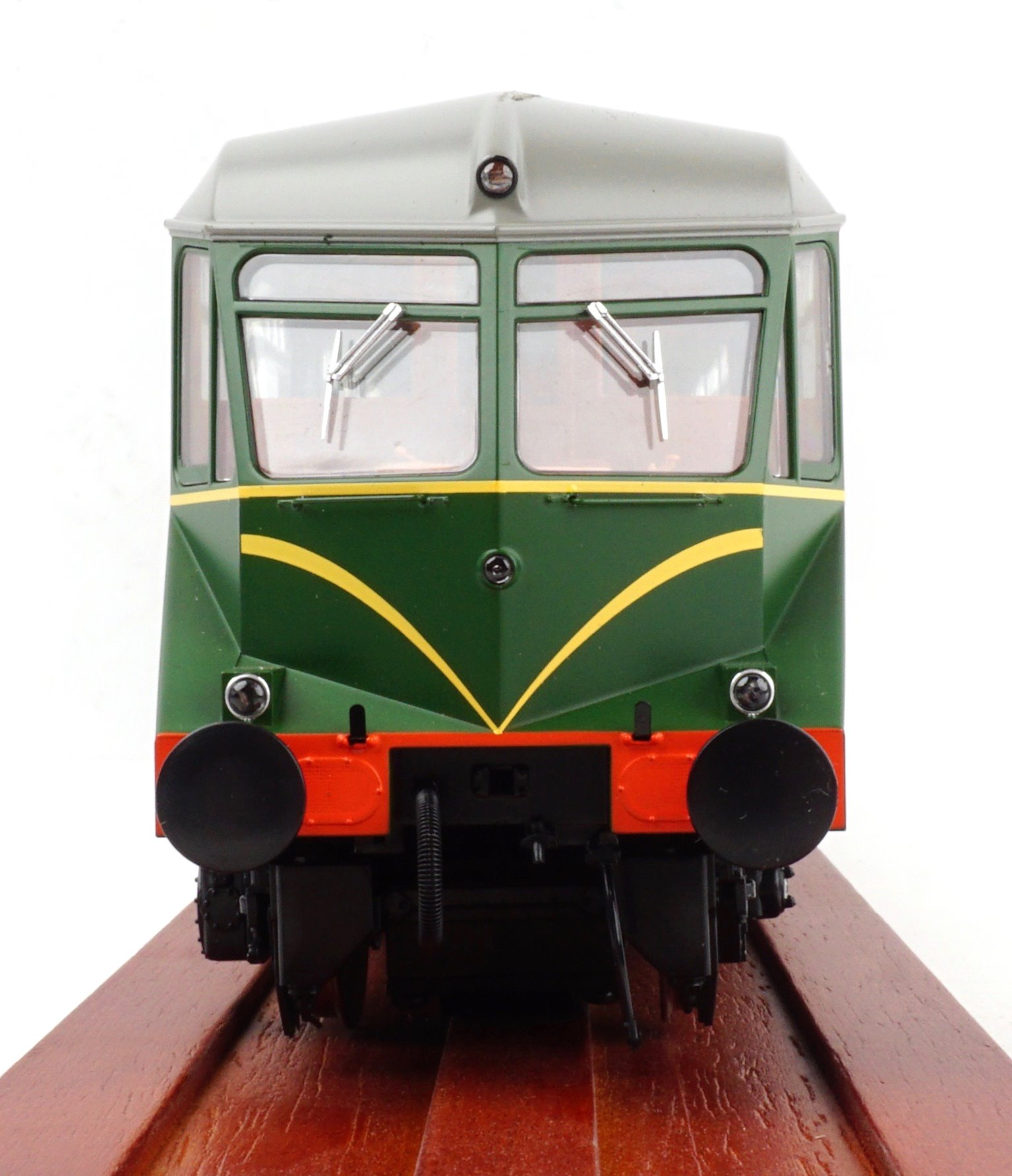 GWR AEC 'Razor Edge' Railcar BR green with speed whiskers (dark grey roof) No.W26W