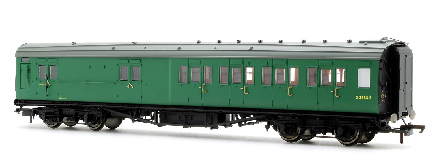 BR (exSR) Green Maunsell Corridor Four Compartment Brake Second Coach S3233S 'Set 399'
