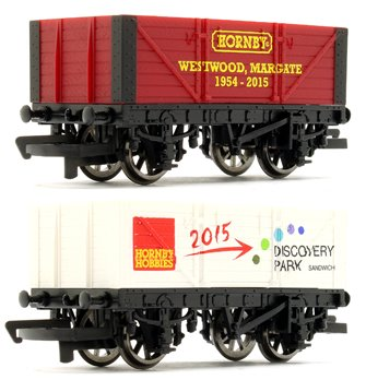 Hornby R6786 New Era Wagon Twin Pack limited edition of 2015